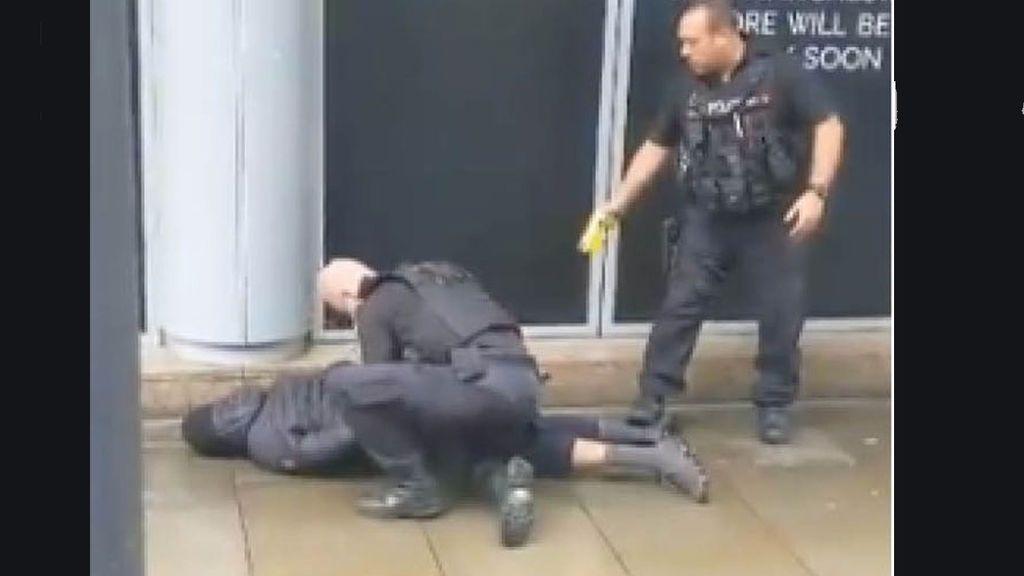 Apulañaladas varias personas en Manchester