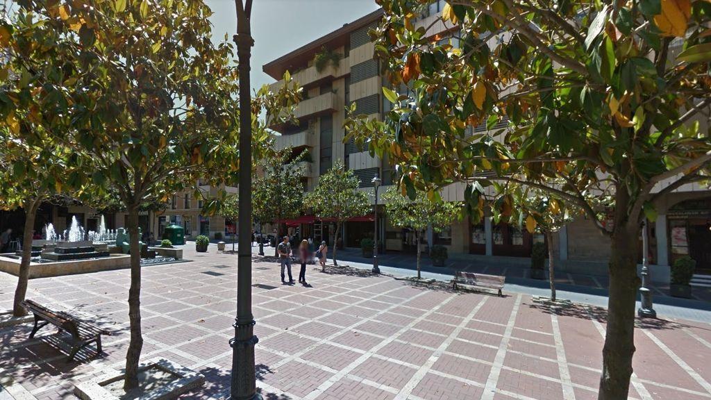 Detienen a un hombre por realizar tocamientos a una menor de 16 años en una plaza de Valladolid