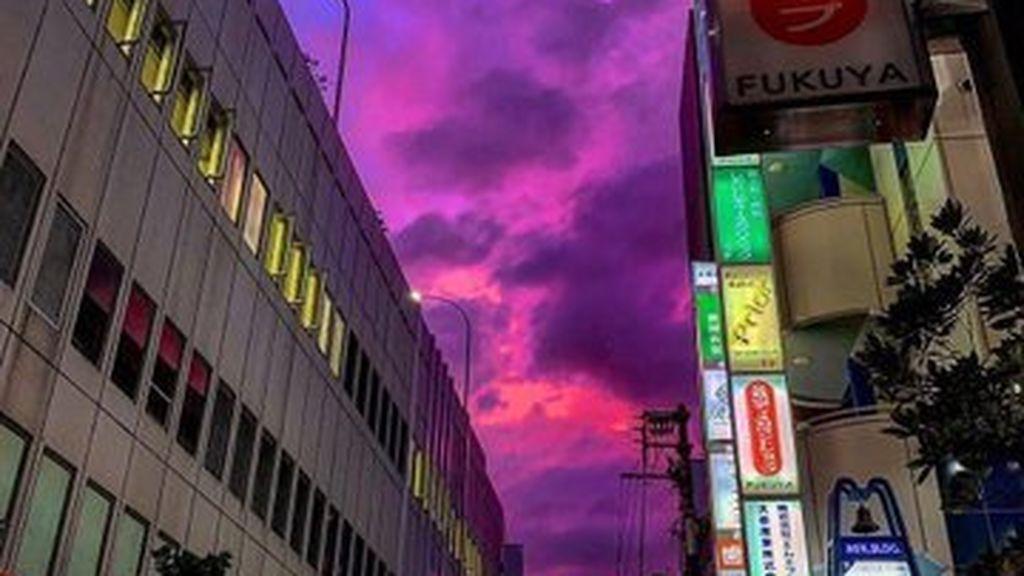Las sorprendentes imágenes del cielo de Japón antes de la llegada de tifón: se tiñó de rosa
