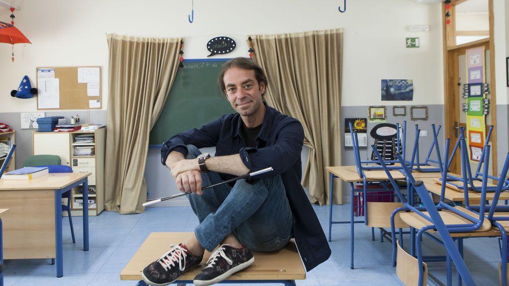 Xuxo Ruiz, el mejor profesor del mundo que cambió los libros por trucos de magia