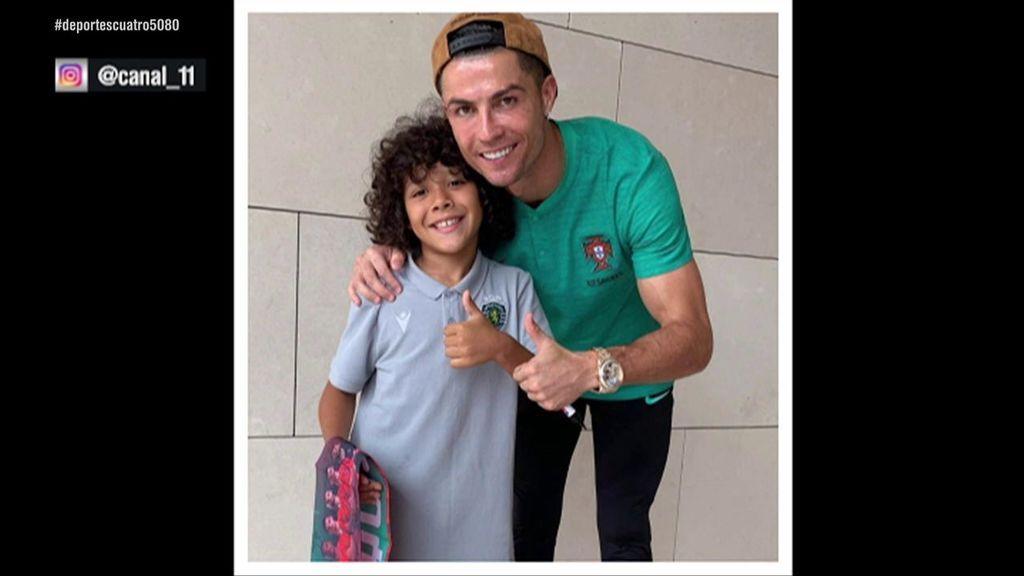 """El precioso gesto de Cristiano Ronaldo con Laurindo, un niño de 8 años de la cantera del Sporting: """"Es grande por sus gestos"""""""