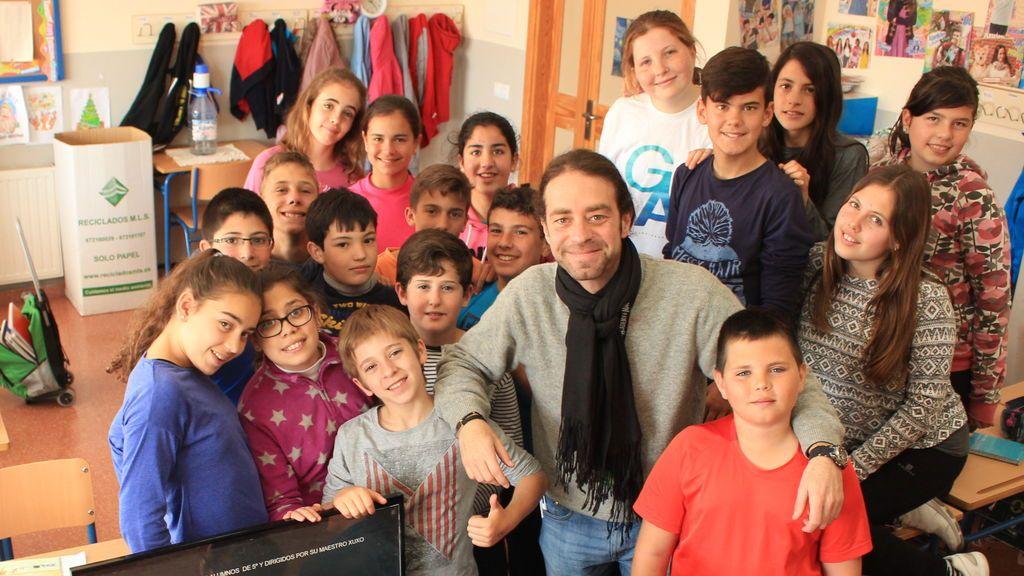 xuxo con sus alumnos