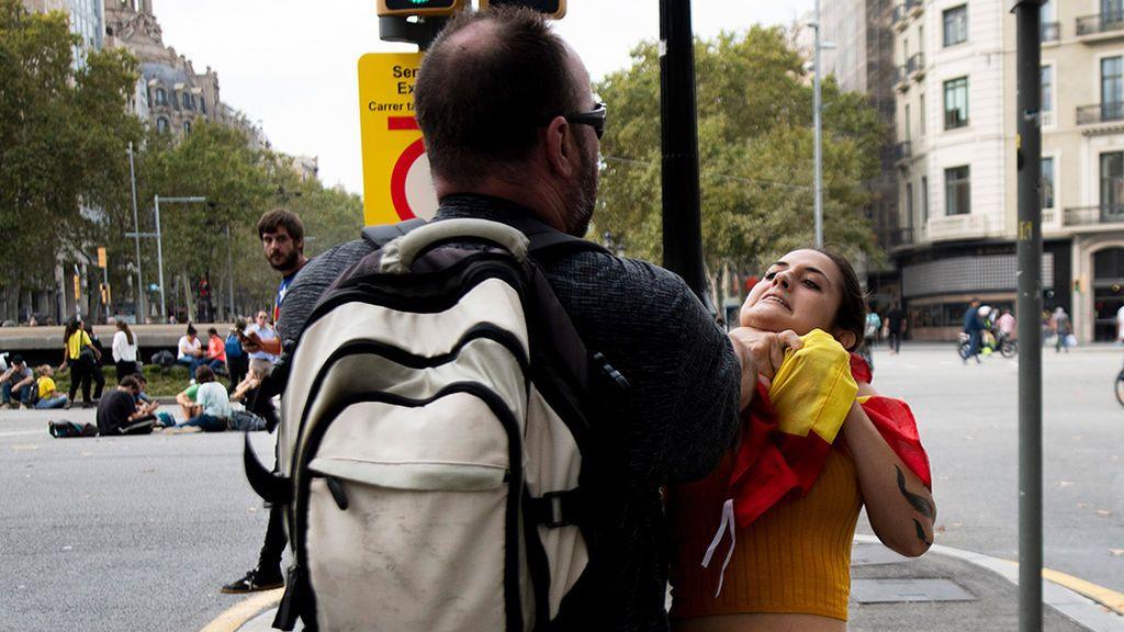 Agresión a una joven con bandera española