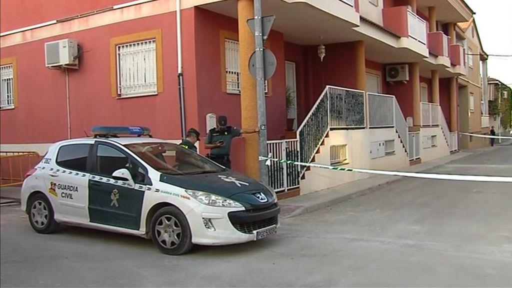 Se busca al hijo del matrimonio hallado muerto en Murcia