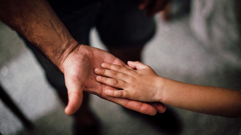 """Del prejuicio, al orgullo: """"Mi padre fue de los primeros en quedarse en casa mientras mi madre trabajaba"""""""