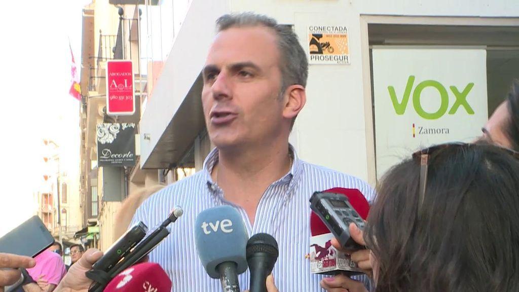 Vox arranca la campaña atacando a los medios de comunicación