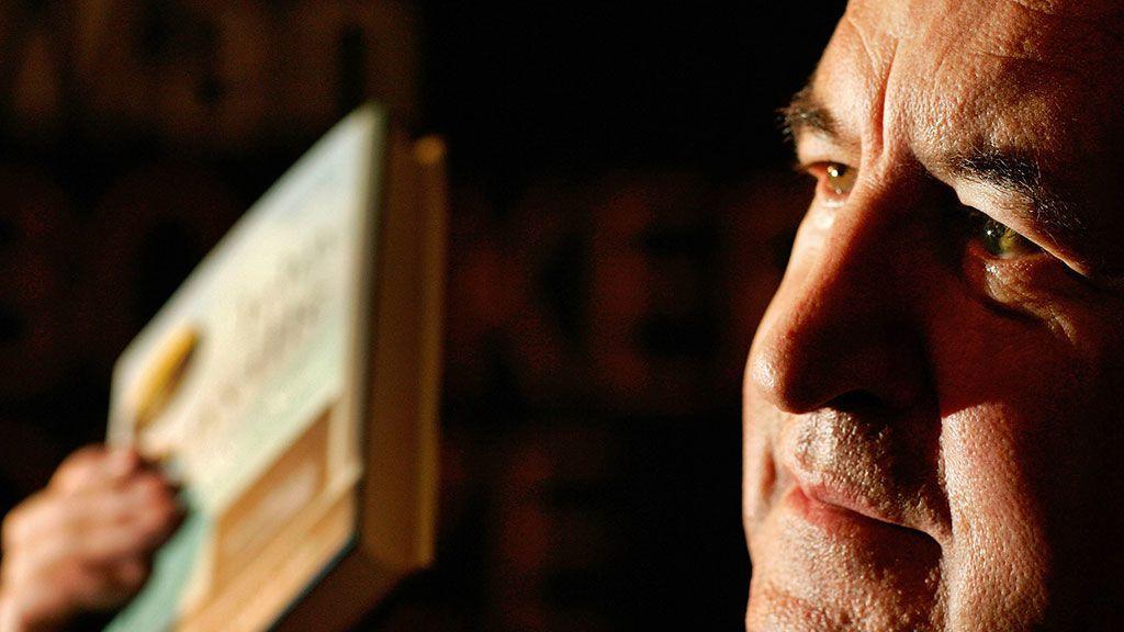 Le hicieron creer que había ganado el Nobel de Literatura: la broma telefónica que gastaron a John Banville