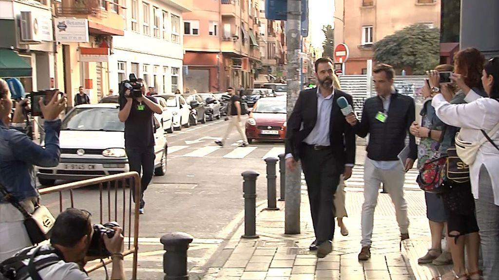 Llegada Miguel López juzgados esta mañana