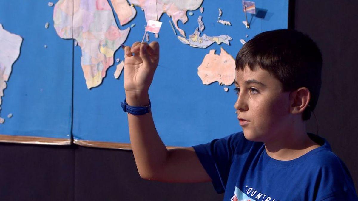 Marcos conoce todas las banderas  y capitales del mundo y sabe situarlas en un mapa