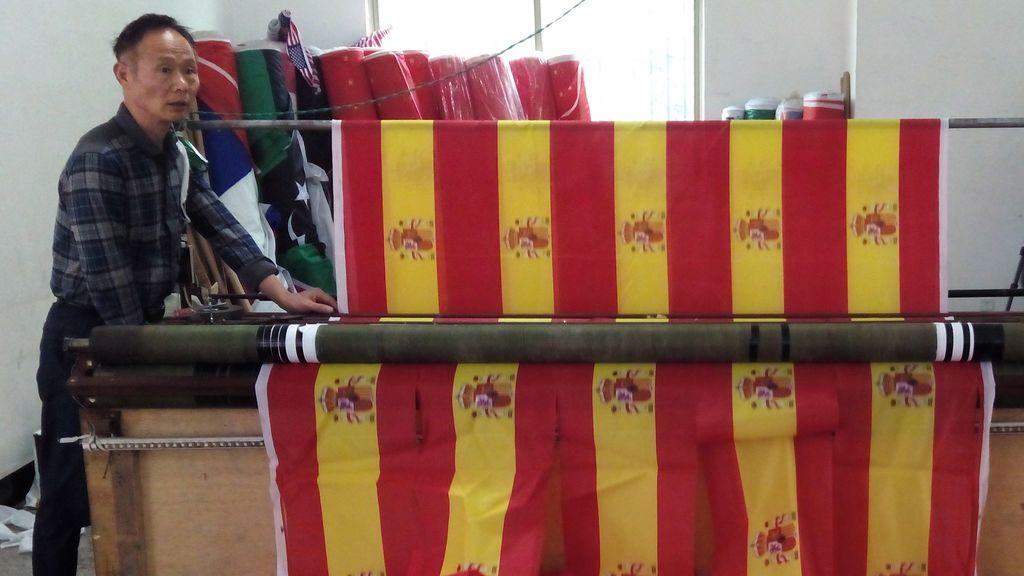 Esteladas y pulseras rojigualdas made in China: la ciudad que fabrica las banderas que se venden en España