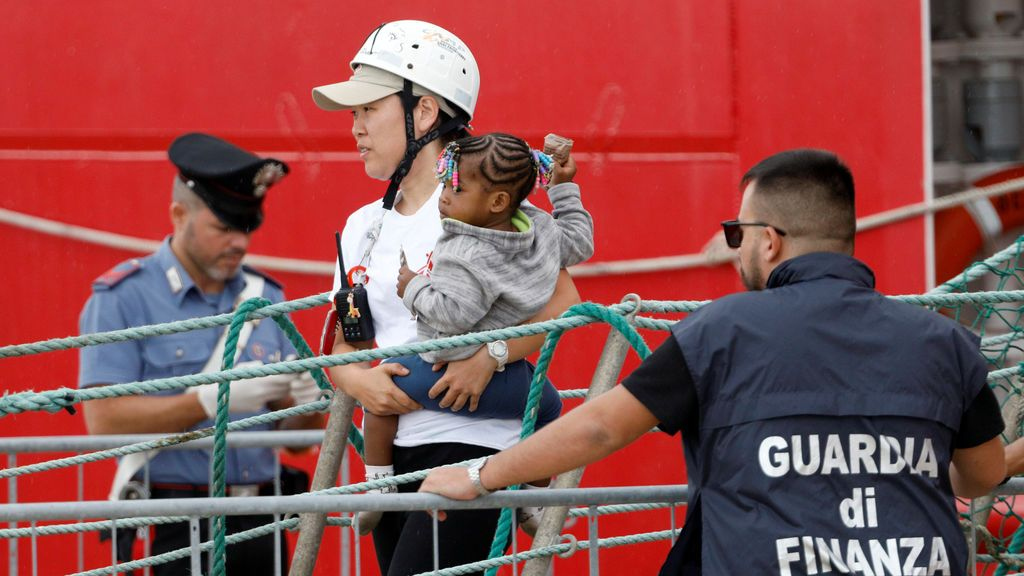 Italia acogerá a los 176 inmigrantes rescatados por el Ocean Viking
