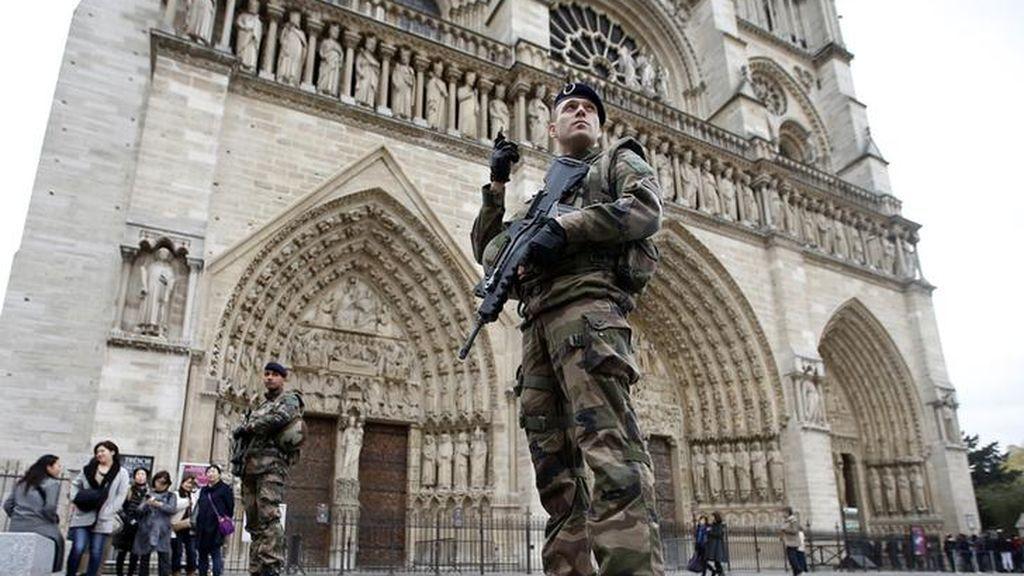 Intento fallido de atentado en Notre Dame: dos mujeres que intentaron explotar la catedral condenadas a más de 25 años