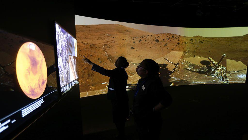 """""""Hay vida en Marte y lo están ignorando"""": un excientífico de la NASA ha hablado"""