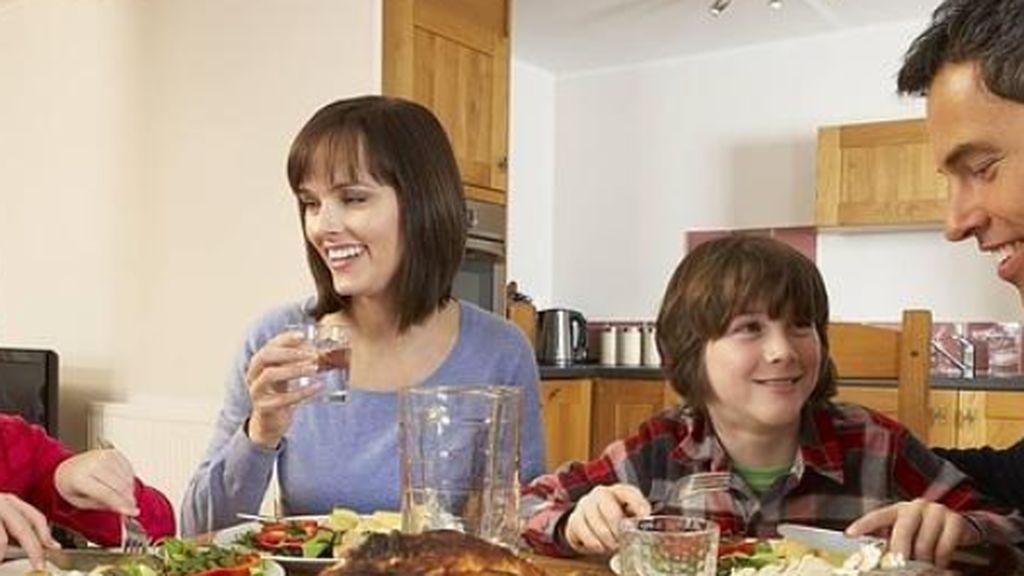 Los españoles huyen de cocinar en casa: se ha hecho 41 millones de comidas y cenas menos en el hogar