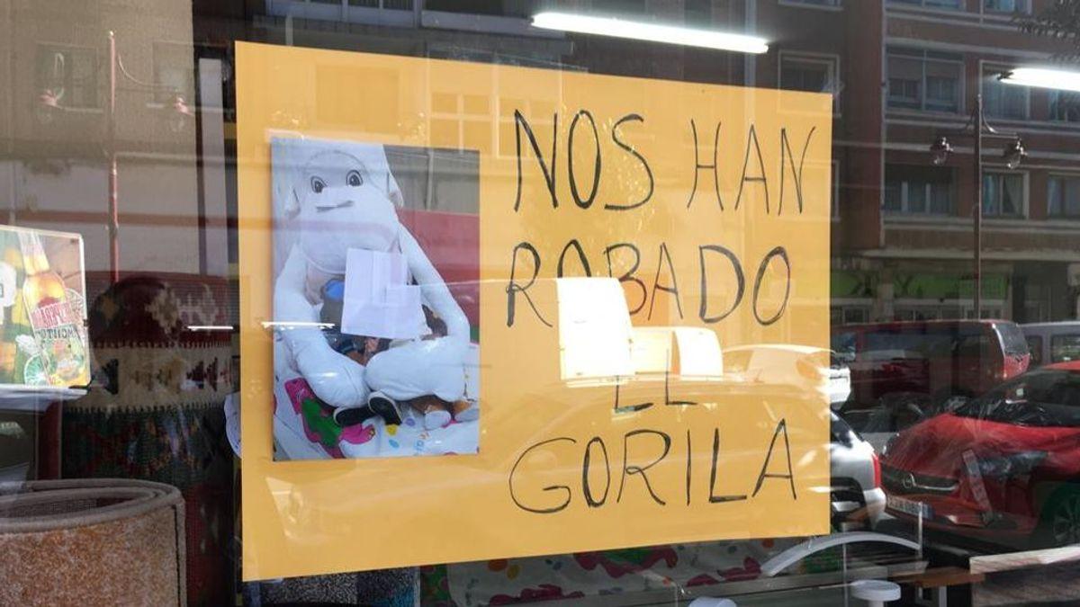 Se busca a un gorila de peluche  robado en una tienda de muebles de Barakaldo