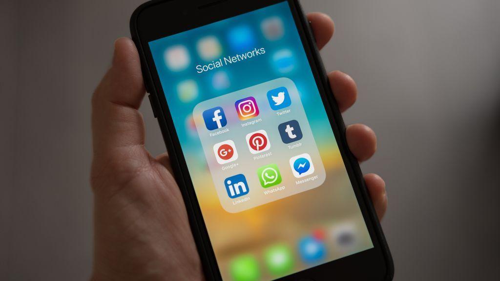 Nunca es tarde: guía para entrar en redes sociales y saber elegir cuál necesitas