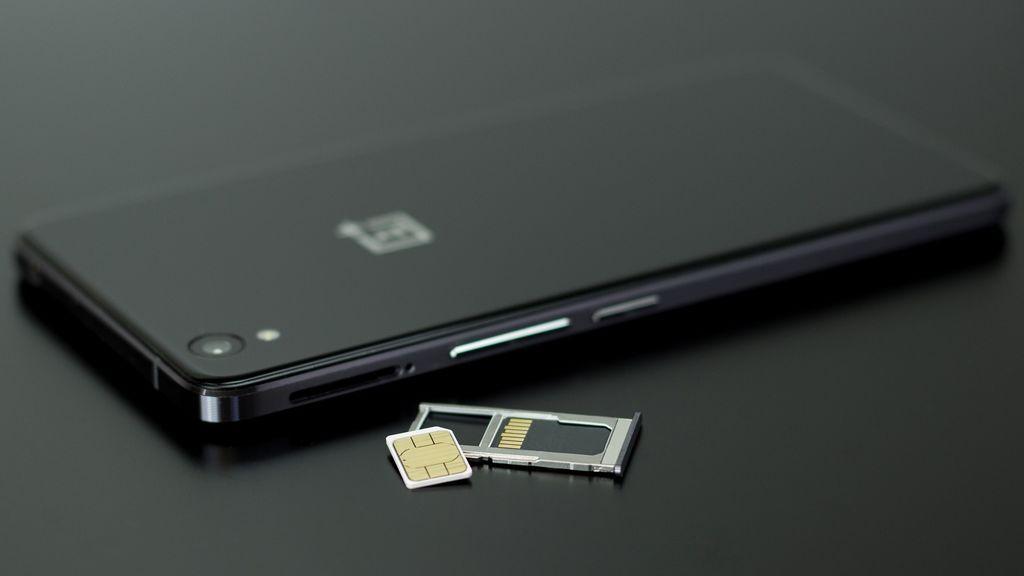 'Sim swapping': alerta por la estafa que duplica la tarjeta de tu móvil para robarte datos bancarios