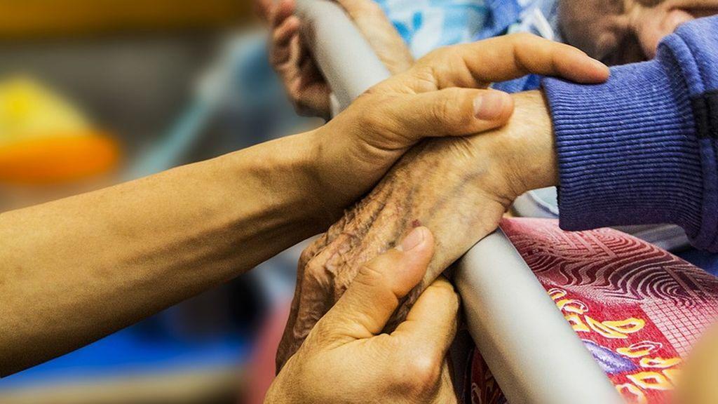 El primer trasplante de vértebras humanas del mundo realizado en un hospital de Italia