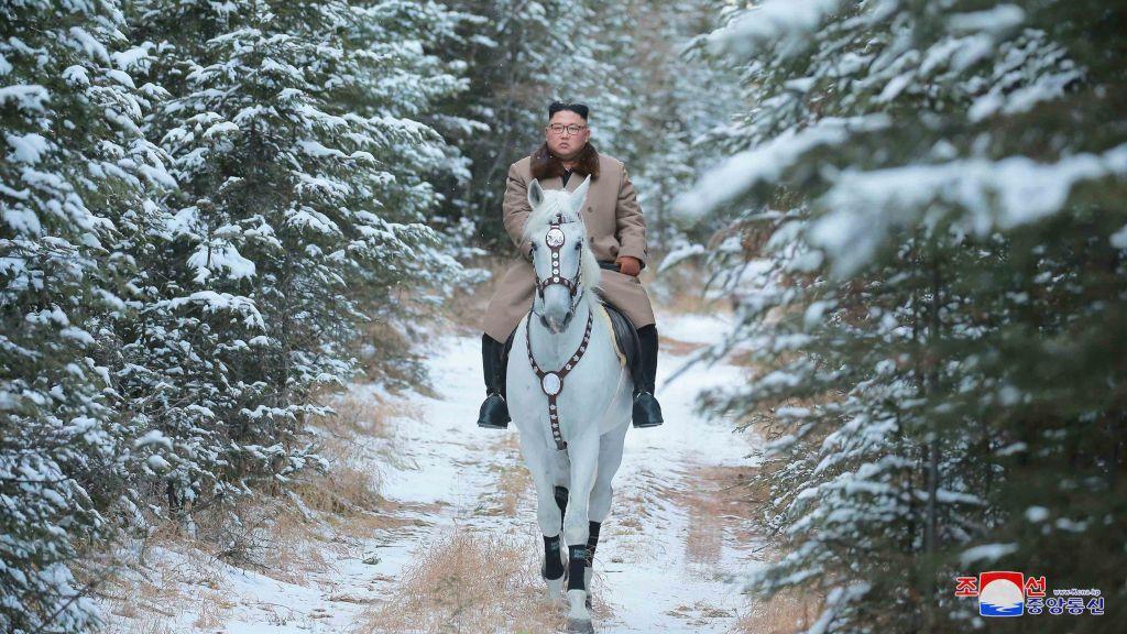 Las fotos de Kim Jong Un montando a caballo es lo mejor que vas a poder ver hoy en la Red