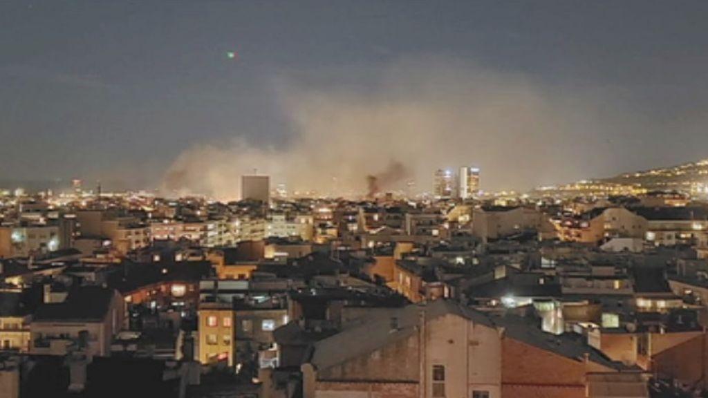 Barcelona se cubre de humo por las barricadas
