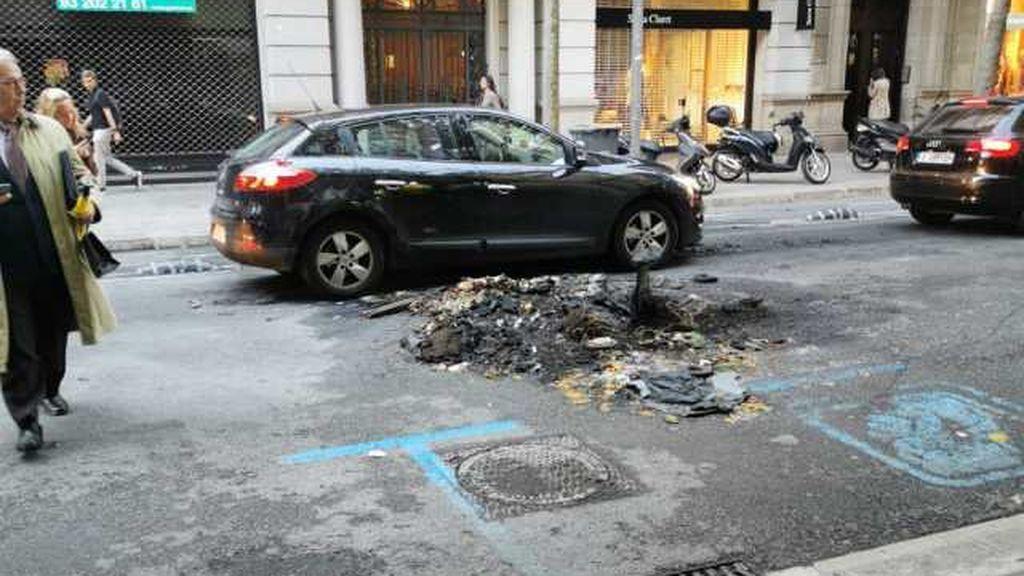Calles calcinadas y vecinos desesperados tras los disturbios en Barcelona