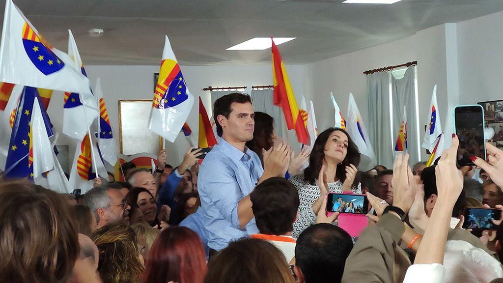 Albert Rivera con militantes de Ciudadanos en Barcelona