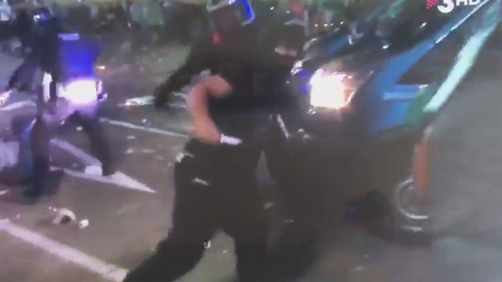 Manifestante con cuchillo