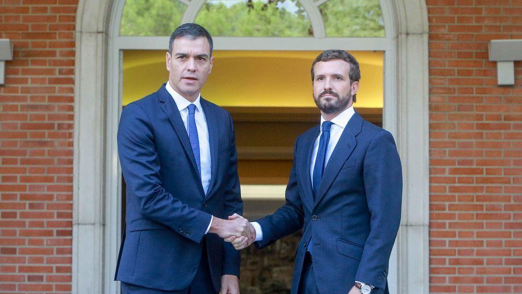 Pedro Sánchez con Pablo Casado, en Moncloa