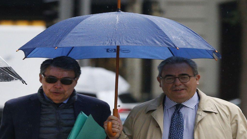 Ignacio González junto a su abogado