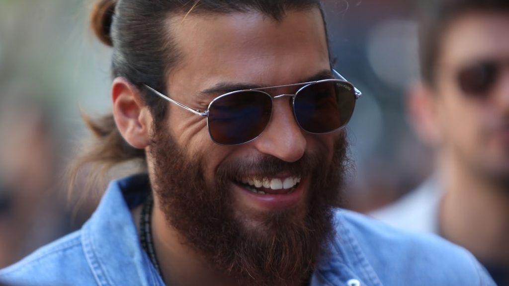 """Las fans de Can Yaman en Cannes: """"Es feo y estúpido"""""""