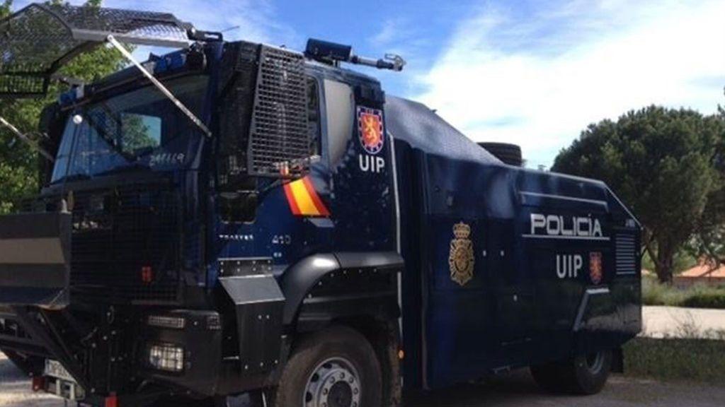 Interior lleva a Barcelona el temido camión antidisturbios nunca utilizado