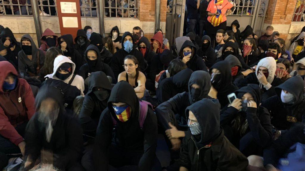 Alerta ante la llegada de jóvenes de fuera de Cataluña para unirse a las protestas
