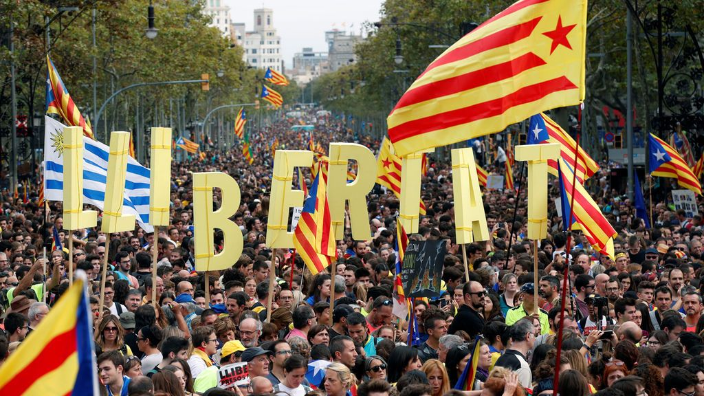 Miles de independentistas se manifiestan pacíficamente en las 'Marchas por la libertad'