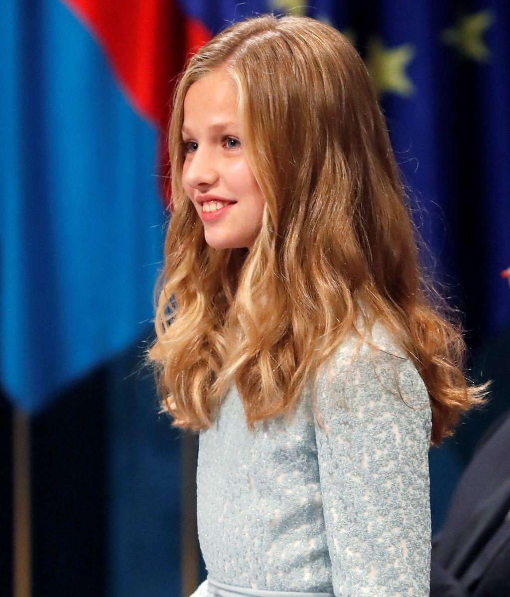 La princesa Leonor al acabar su discurso durante la ceremonia de entrega de los Premios Princesa de Asturias en el Teatro Campoamor de Oviedo