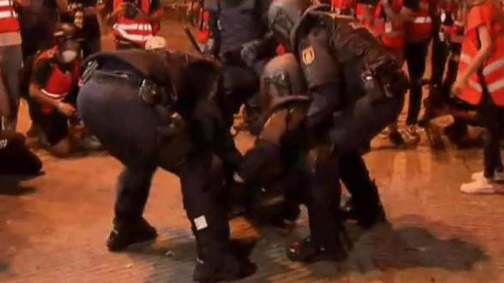 Policía herido en Barcelona