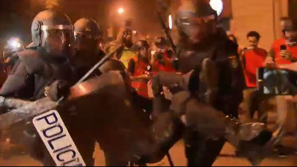Heridos 101 agentes, dos de ellos graves, durante la noche del viernes en Barcelona