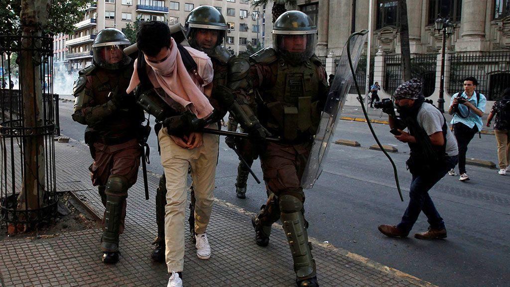 Emergencia en Chile: Piñera declara el estado de excepción tras las protestas por la subida de precio del metro