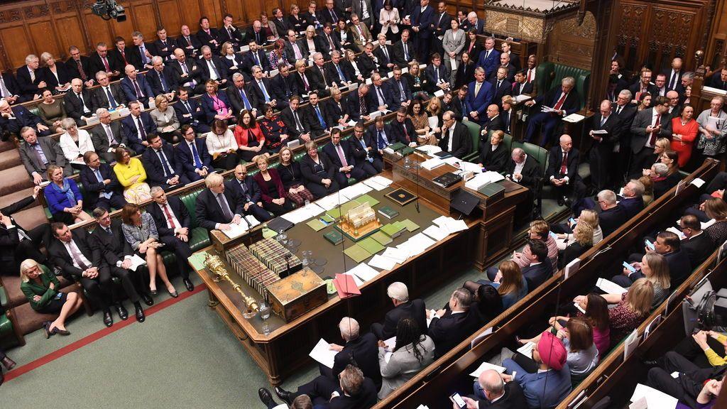 El Parlamento británico paraliza la votación sobre el Brexit