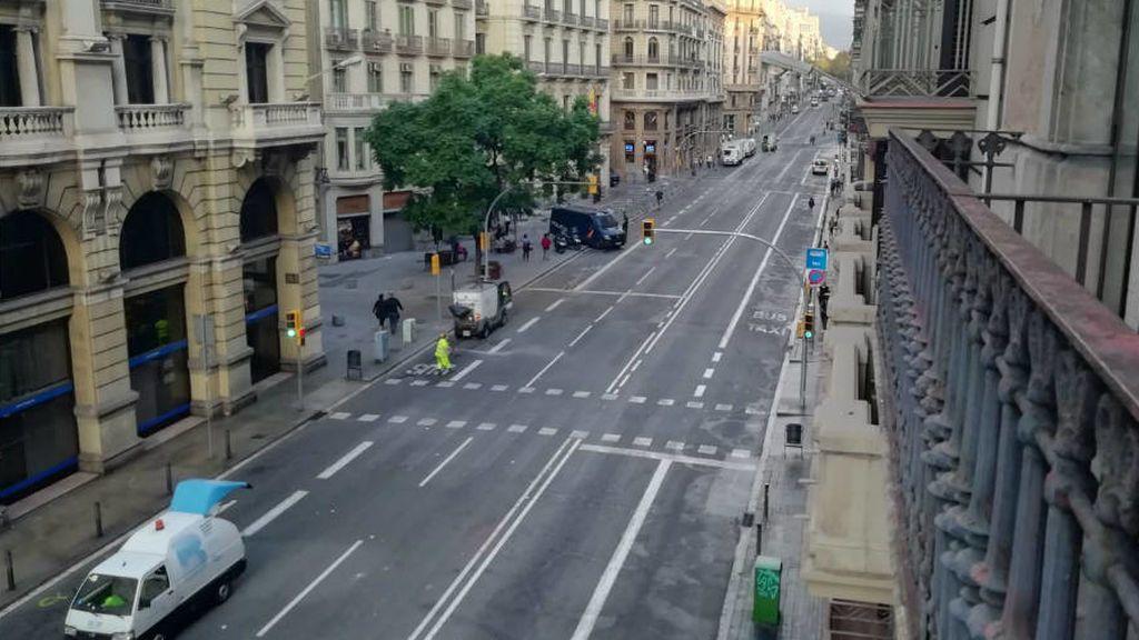 Barcelona amanece tranquila pero se le notan las heridas