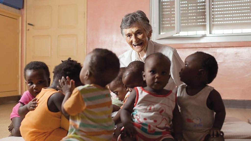 """Misionera española en Senegal: """"Un día nos trajeron a un recién nacido rescatado por un perro"""""""