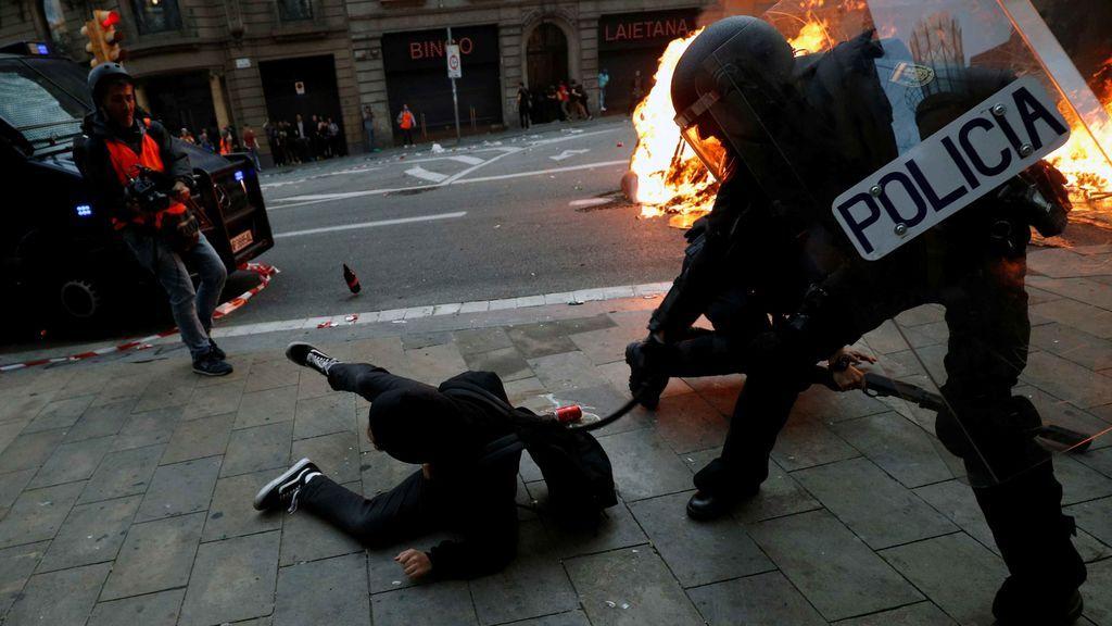 Un total de 18 personas en prisión por los altercados en Cataluña