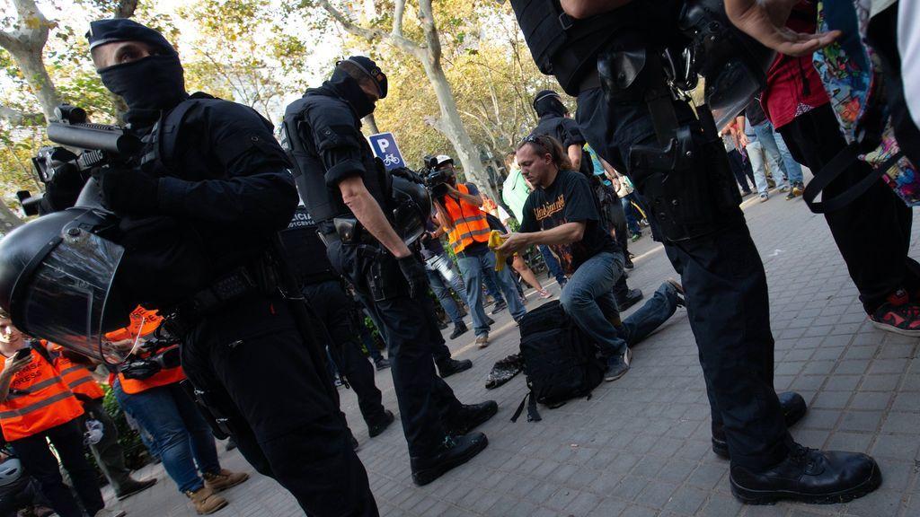 Los Mossos registran mochilas antes de la manifestación