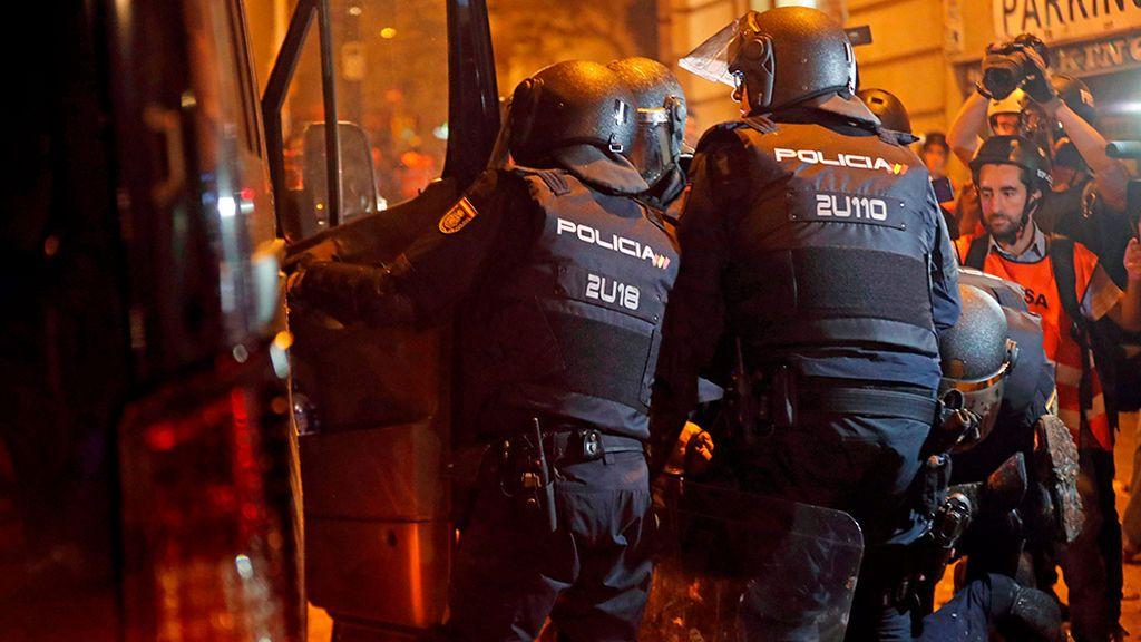 Un sindicato policial pide la dimisión de Marlaska por el trato dado a la esposa del agente herido grave en Barcelona
