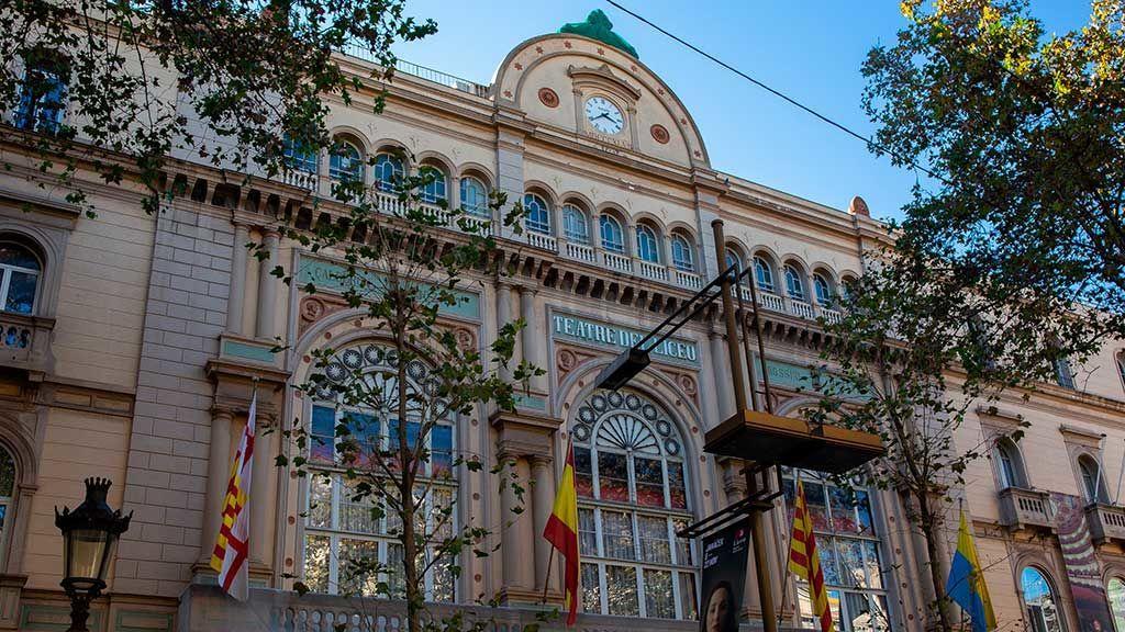 """Al grito de """"Llibertat presos polítics"""" en el Liceo de Barcelona"""