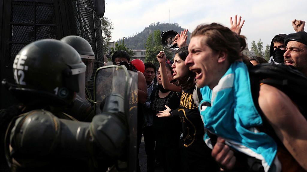 Piñera suspende el incremento del precio del metro en Santiago de Chile tras las protestas
