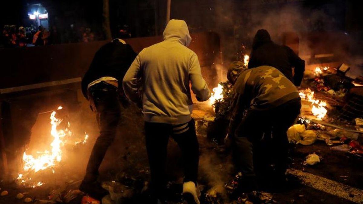 Sexto día de protestas en Barcelona: los manifestantes se dispersan y los antidisturbios se retiran