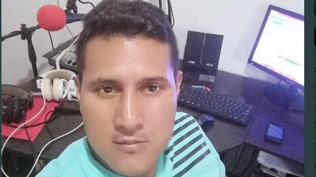 Asesinan a tiros a un periodista colombiano mientras trabajaba en una emisora de radio