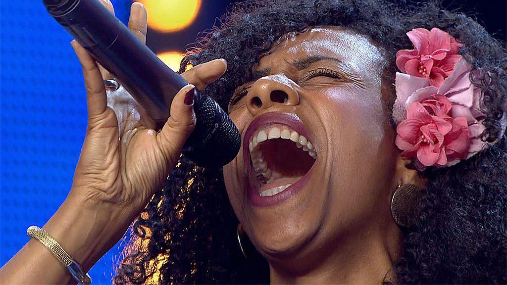 La cantante Graziella arrasa entre el jurado con su primera actuación en España