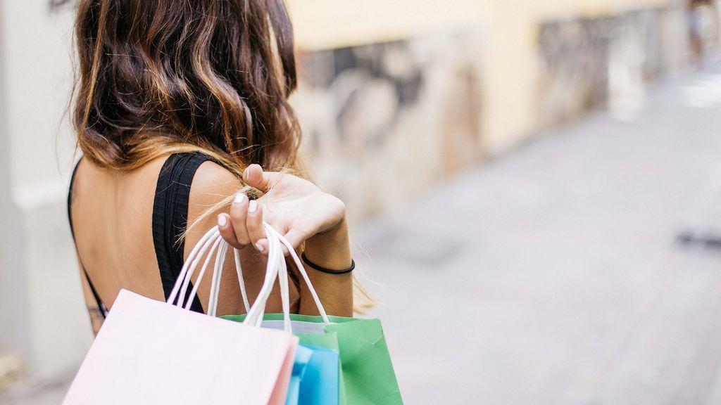 Devolver ropa usada tiene consecuencias: lo que puede pasar si te pillan