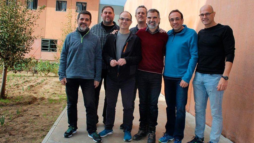 No, el Gobierno no puede trasladar a los presos del procés fuera de Cataluña, como pide Pablo Casado